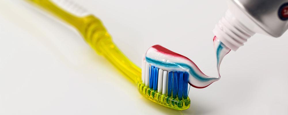Hammasharja ja hammastahnaa